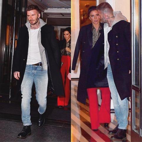 紺のコートにパーカー、白Tシャツ、デニムのデビッド・ベッカム