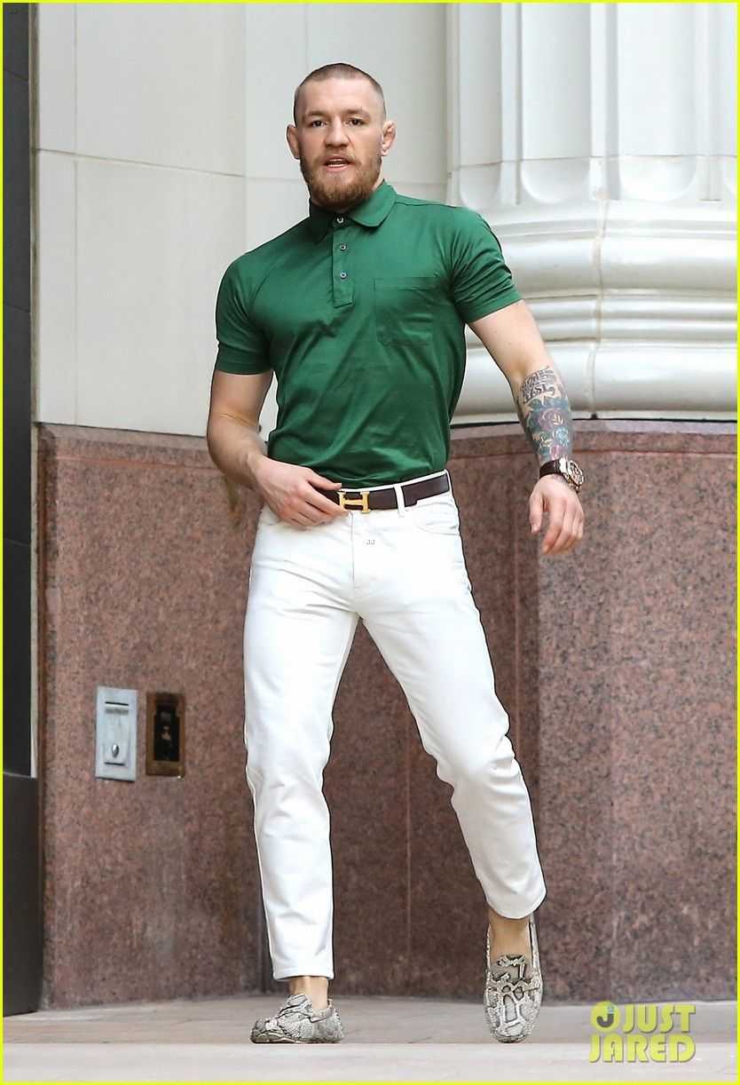 via UFCs Conor McGregor Shows Off Fashion Cred on Rodeo Drive LAロデオドライブで買い物中のUFCウェルター級王者コナー・マクレガー。