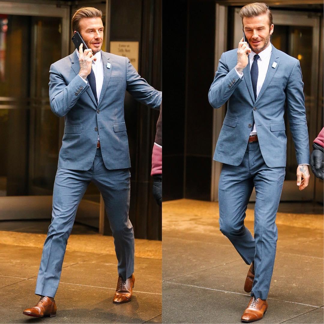 ピカピカ革靴とスーツでスマホ中、デビッド・ベッカム : メンズセレブ ...