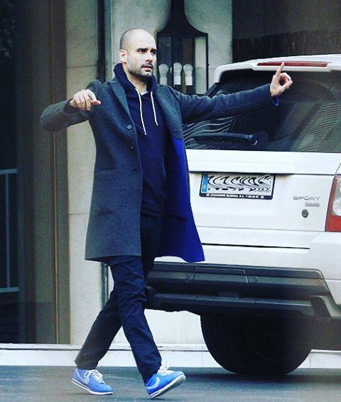 コートにパーカー、ナイキのジョゼップ・グアルディオラ