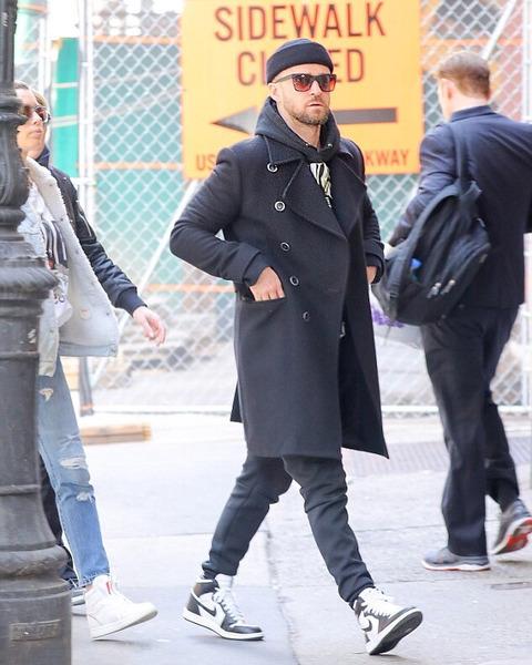 ジャスティン・ティンバーレイク、NIKEエア・ジョーダンに黒のコートがかっこいい!