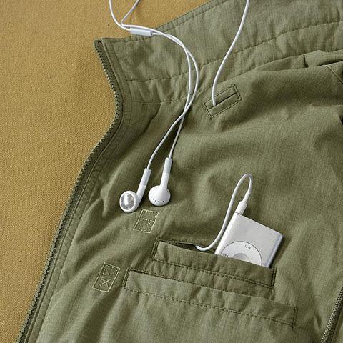iPod nanoポケット、イヤホンホール