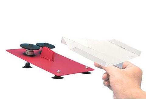 紙飛行機とは思えない速さ