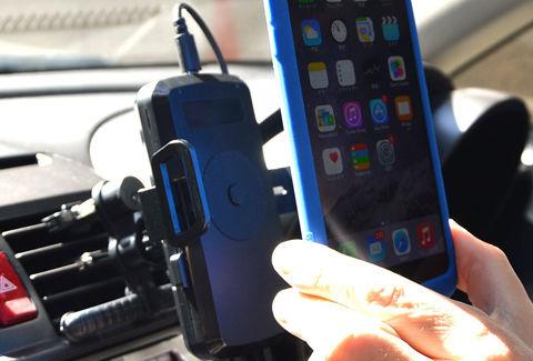 iPhone用車載ホルダー式置くだけチャージャー