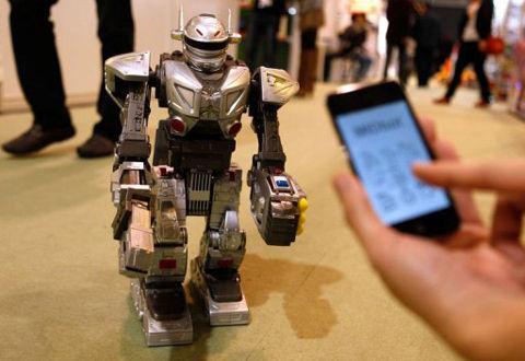 iOS端末で操縦する戦闘ロボ