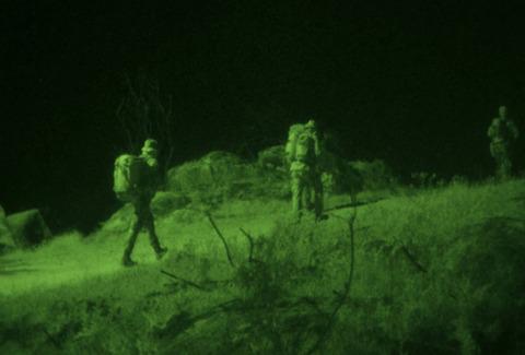 軍用並の暗視性能を持つビデオレコーダーYASHIKA NVR-401