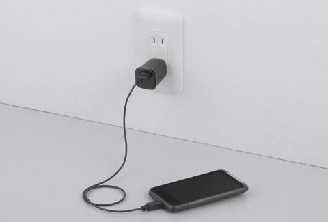 USB-ACアダプタをコンセントに挿しっぱなし