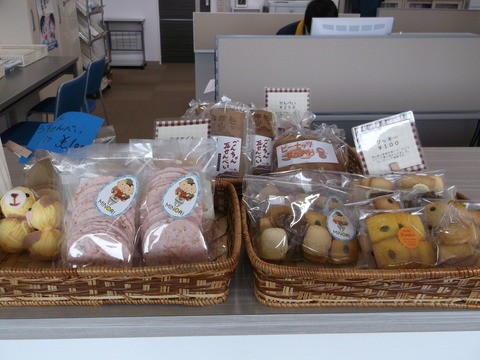 うす丸くん・クッキー・せんべい全種類食べ比べてみて下さい。