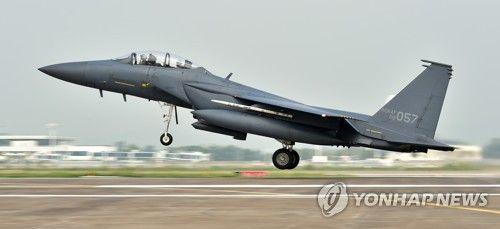 韓国空軍のF-15K戦闘機が山に墜...