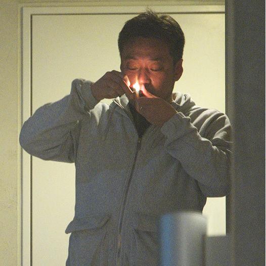 【芸能】「問題あるんですか?」AKB総支配人・戸賀崎智信氏が脱法ハーブ吸引を開き直る 未成年含む複数の女子大生との不倫も明らかに