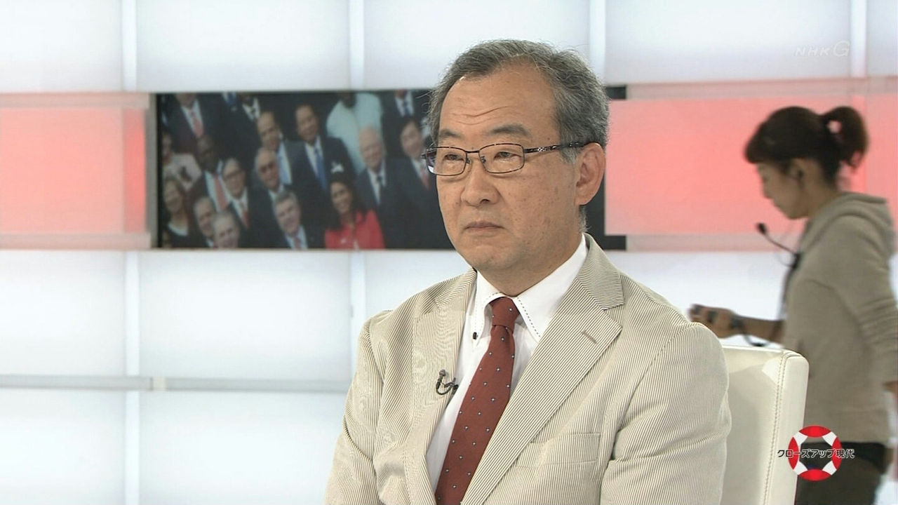 NHKで放送事故。スタッフが本番中に顔芸を披露