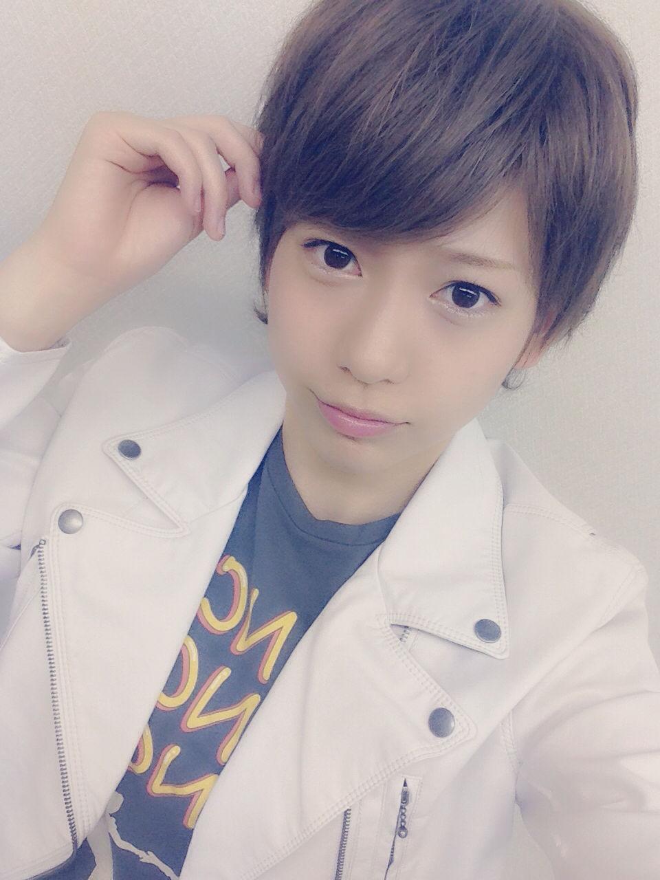 【AKB48】茂木忍(16) 男装姿を披露 「とんでもないイケメン」と話題に