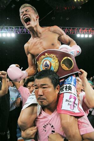 亀田和毅 3兄弟王者に感涙「親父の夢、亀田家の夢達成できた」