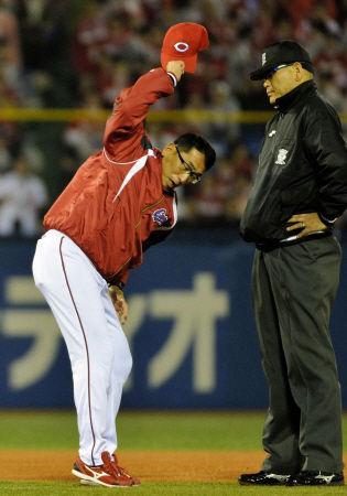【野球】広島・野村監督が判定に猛抗議&遅延行為で退場 監督としては4度目