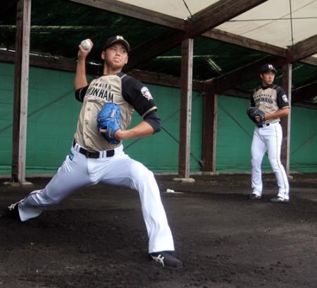 【野球】日ハム・斎藤佑樹と大谷翔平がディープな競演 その後はコーチに囲まれ熱い指導受ける