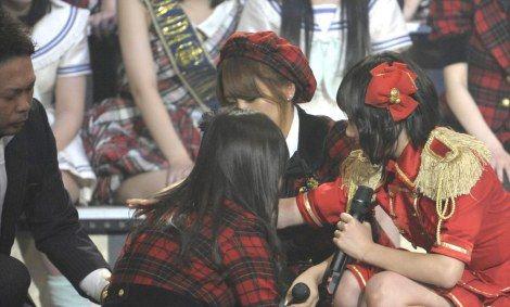 【AKB48】波乱のAKB大組閣 佐藤すみれ(20) SKE48に移籍発表に泣き叫び一人で歩けない状態に 会場騒然