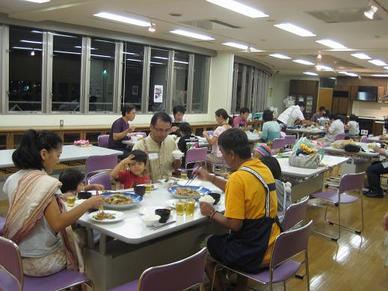 沖縄家族で食事b