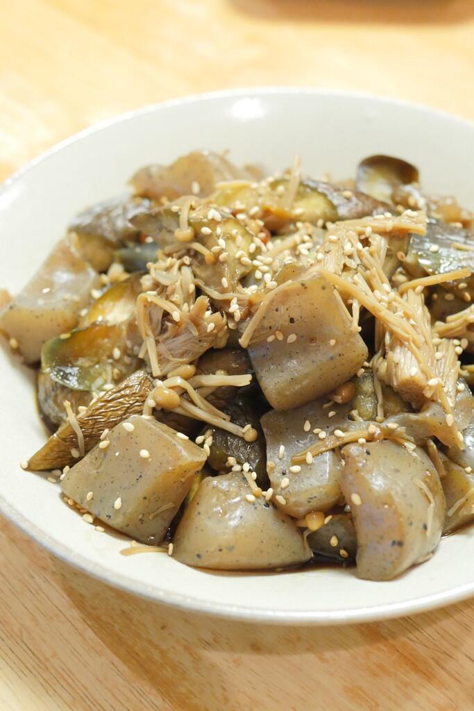 コンニャクとナスのピリ辛炒め煮
