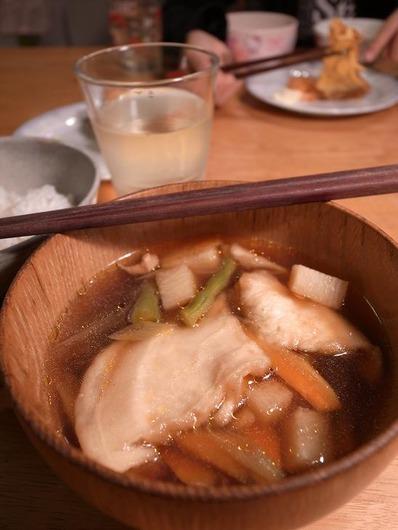 八戸の郷土料理せんべい汁b