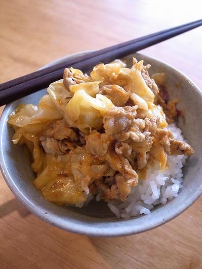 チリソース豚丼b