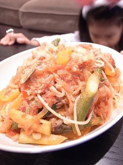 アスパラとパプリカのトマトソースパスタb