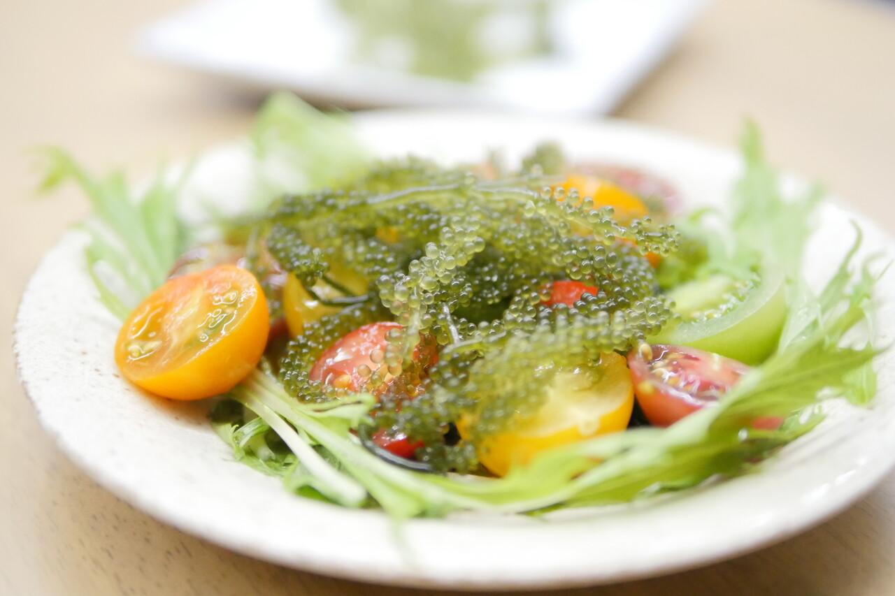 海ぶどうとカラートマトのサラダ
