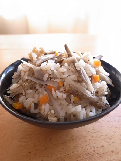三沢ごぼうの炊き込みごはんb