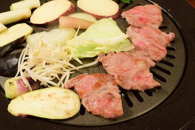 ラムカタロース肉調理中
