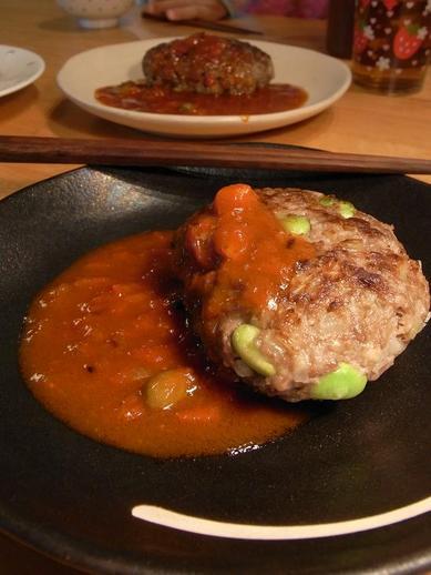 トマトソースで食べる枝豆ハンバーグb