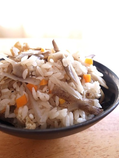三沢ごぼうの炊き込みごはん (2)b