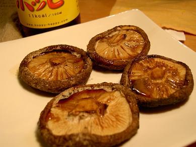 シイタケのグリル焼きとホッピー
