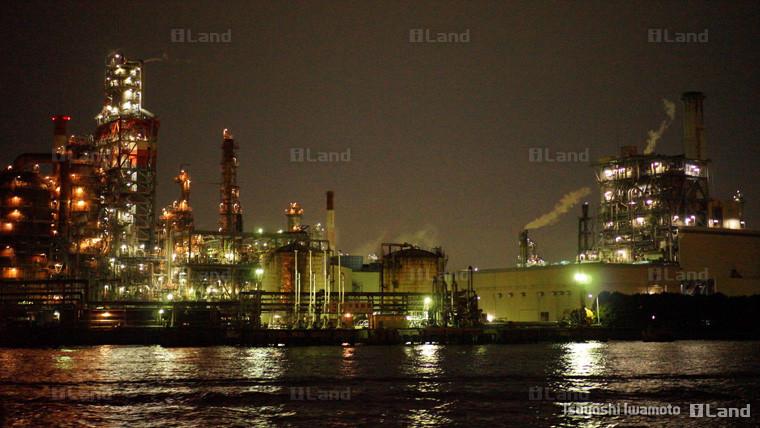 東京湾から見た工場
