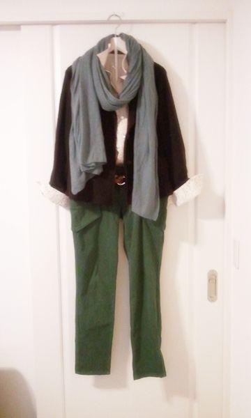 ファッションがカジュアル化しすぎてジャケットを着る機会が減っていると思いますが、大人の女性ならジャケット一枚は持っていたいですね。