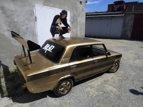 gold_car