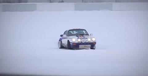 Porsche 911 SCRS snow drifting