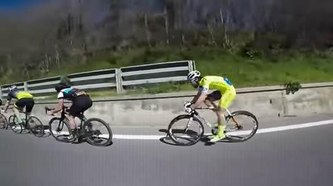 Ciclista trova una tecnica per andare più veloce di tutti