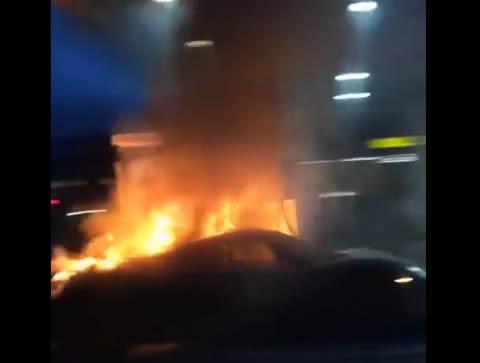 Porsche918Spyder_fire