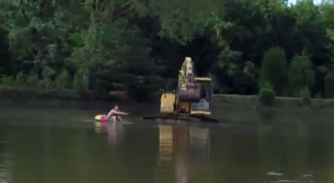 Excavator_WaterSkiing