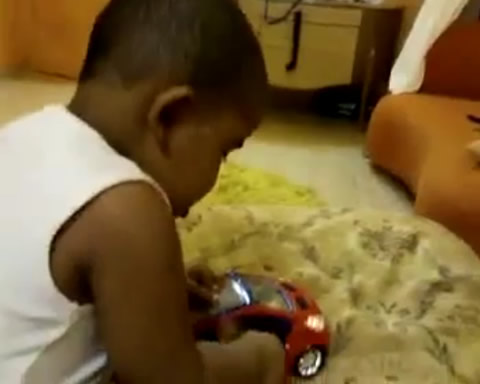 baby_in_minicar