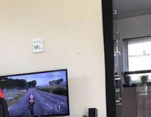 【画像】ウチのバイクゲー環境