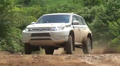 OUTLANDER_PHEV_RALLY2015