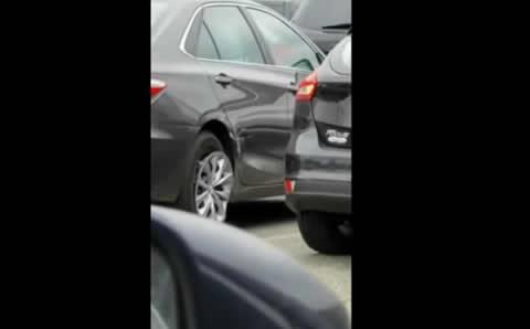 世界の困ったちゃん 女性ドライバーによるハチャメチャ事故映像集