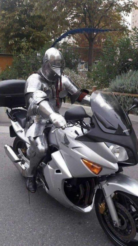 armored rider