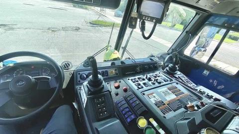 Garbage truck_cockpit