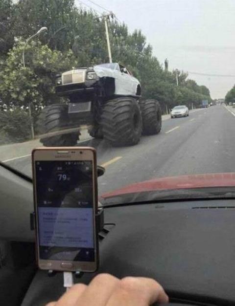 monster_truck_rolls