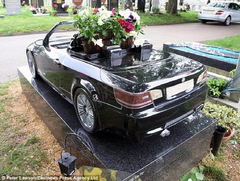 Car-Grave