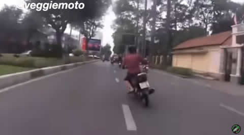 Vietnam Police CHASE Thief on Motorcycle