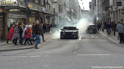 Chrysler 300c - Insane Burnout and got busted by Police