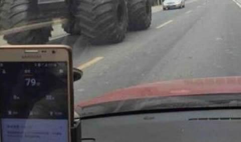 monster_truck_rolls_s