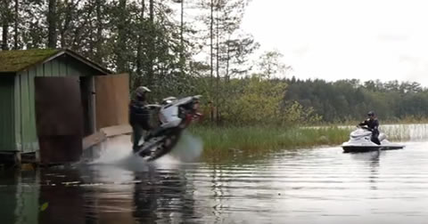 Snowmobile_vs_Jetski